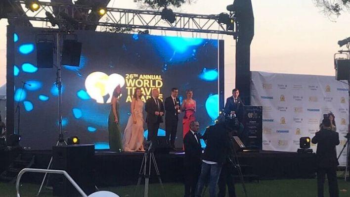 تسليم الجائزة .. في ماديرا - البرتغال ، تسلمها مدير السياحة في باتومي ، ورئيس حكومة أدجارا باتومي