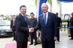 Najib_and_Brunei_Crown_prince_20131112_06_600_399_100
