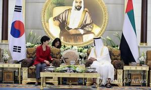 South Korean President Park Geun-hye holds talks with the Abu Dhabi crown prince, Sheikh Mohammed bin Zayed Al Nahyan, at Al Mushrif Palace on March 5, 2015. (Yonhap)