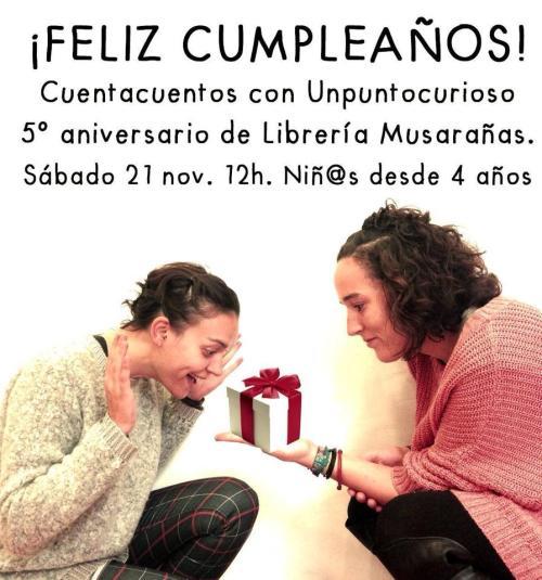 Unpuntocurioso celebrando el cumple de la librería Musarañas