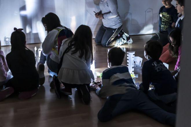 Taller infantil en torno al arte contemporáneo cubano «La luz refleja mi cara» en el DA2