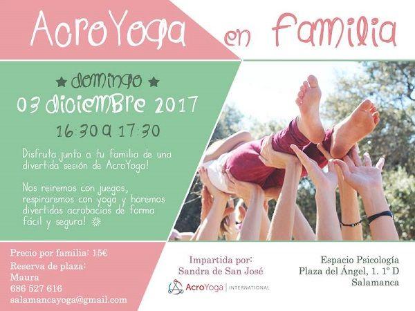 Sesión de AcroYoga en familia en Espacio Psicología Yoga en Salamanca