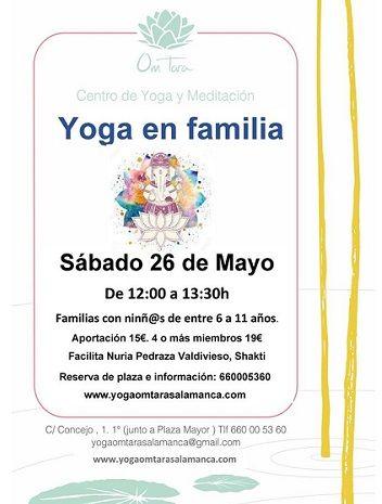 Sesión de yoga en familia en el Centro de Yoga Om Tara