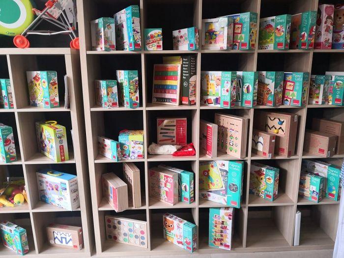 Variedad de materiales educativos en ALMAT Educación, en Salamanca