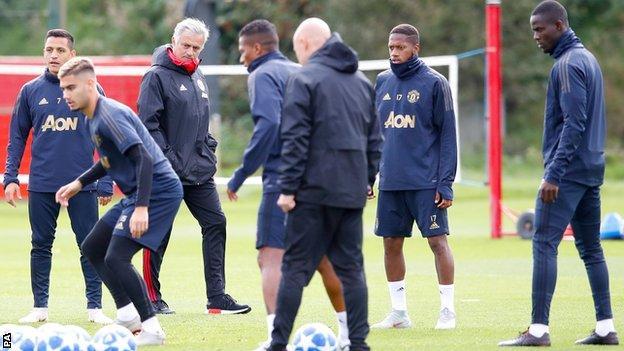 Mourinho oo ka hadlay ciyaariyahanada United iyo wararka sheegaya in shaqada laga ceyrinayo