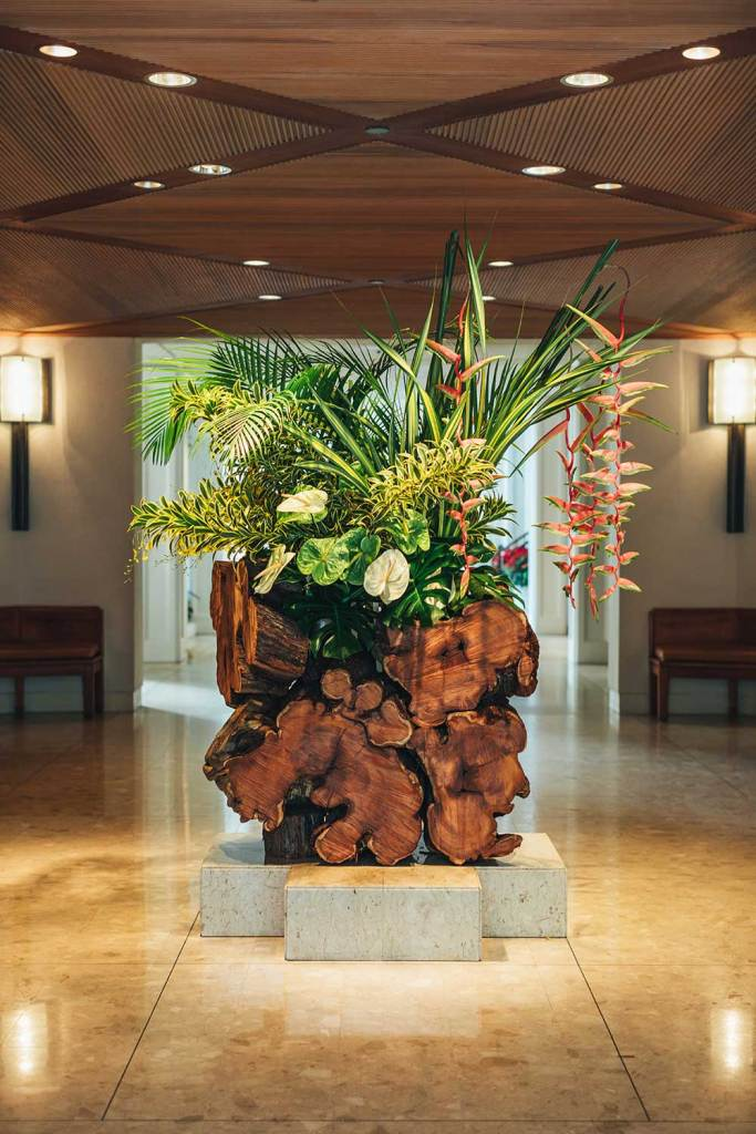 The finished kiawe sculpture greets guests upon their arrival in the Halekulani lobby. It symbolizes balance, serenity, and the natural world.