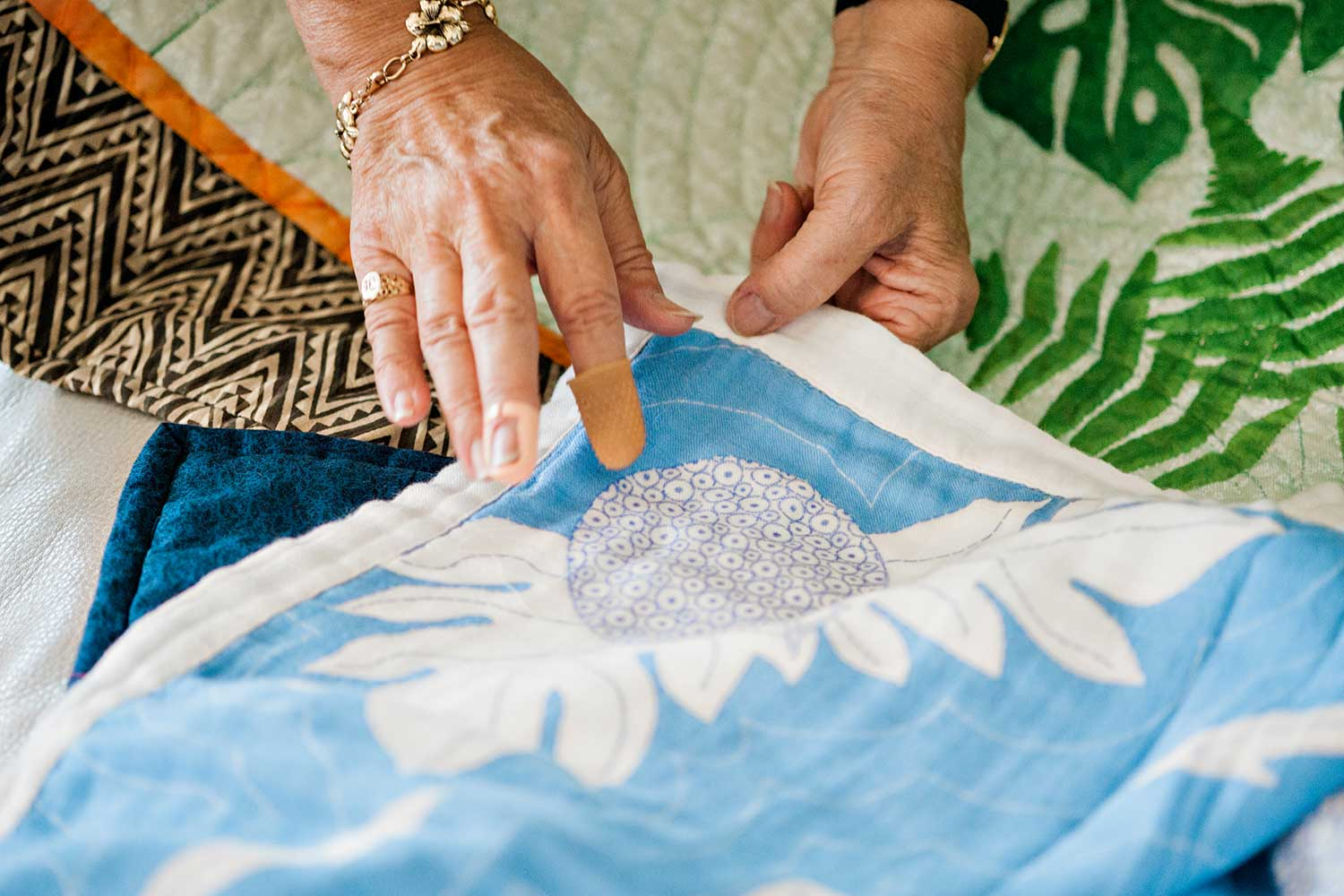 The 'ulu (breadfruit) is one of the earliest Hawaiian quilt patterns.