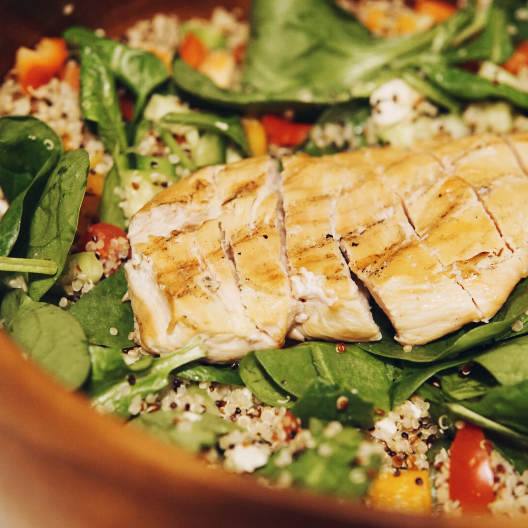 Greek Chicken and Quinoa Salad {Recipe}