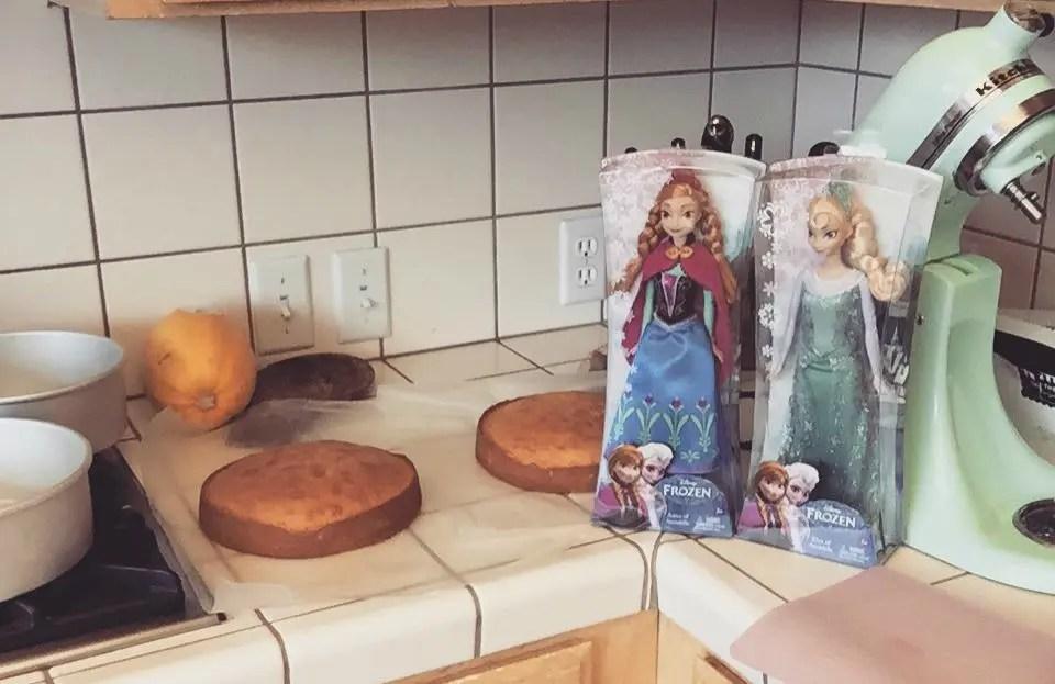 Elsa_Anna_doll_cake