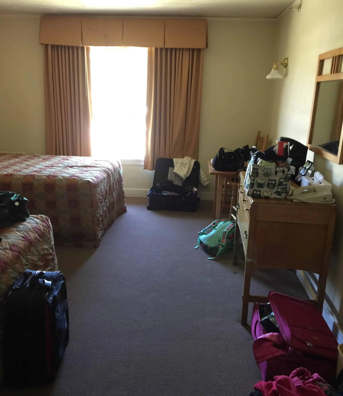 old_faithful_inn_room