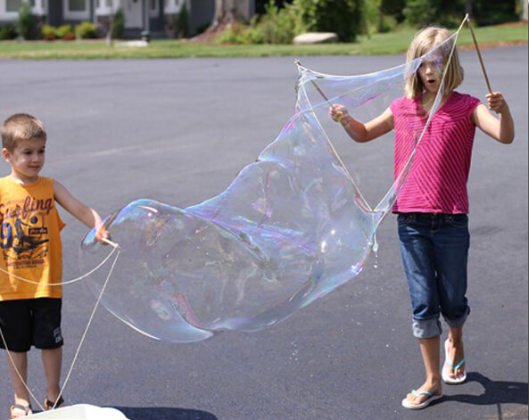 Party activities for boys 3-5 | Halfpint Design - Who doesn't love bubbles? Great for ANY kind of outdoor party