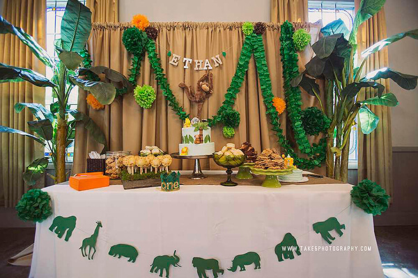 Jungle birthday table halfpint party design for Table design jungle