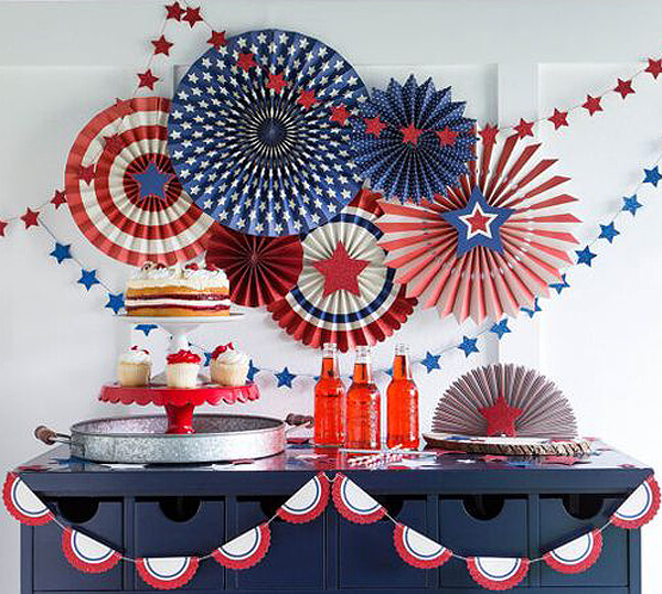 Patriotic Party Fans play double duty for Wonder Woman and 4th of July. Get more out of your holiday decor. Comic Wonder Woman Party | Halfpint Design, party ideas, party themes