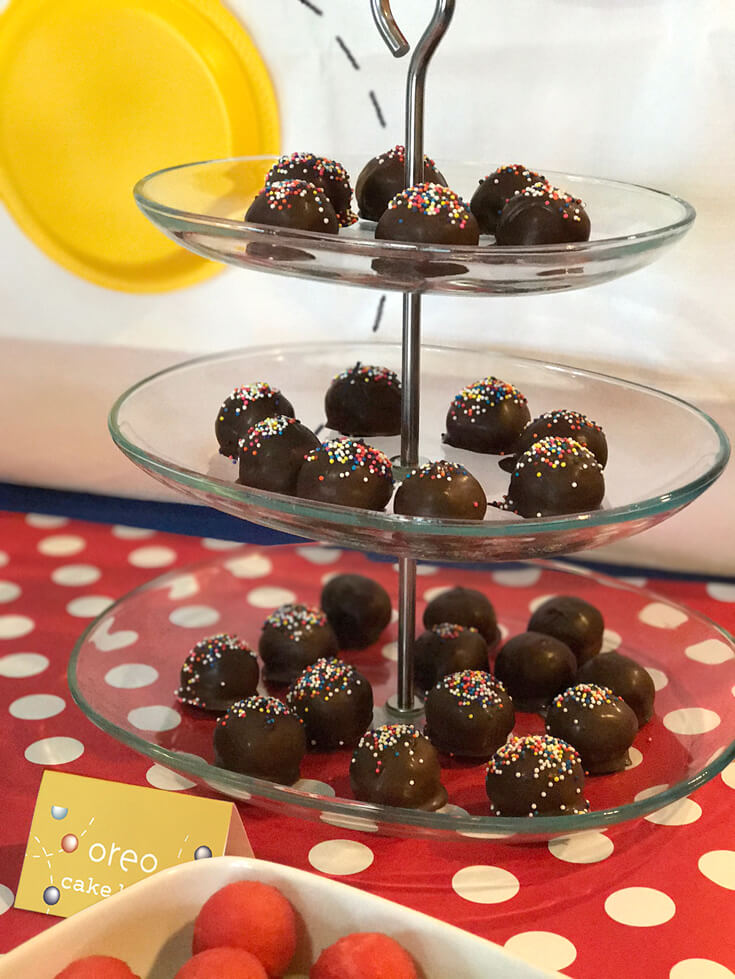 Easy Oreo Cake Ball Recipe | Halfpint Design - Final step - ENJOY! I prefer to eat mine at room temperature. These babies are delicious but I'm warning you, they are rich!
