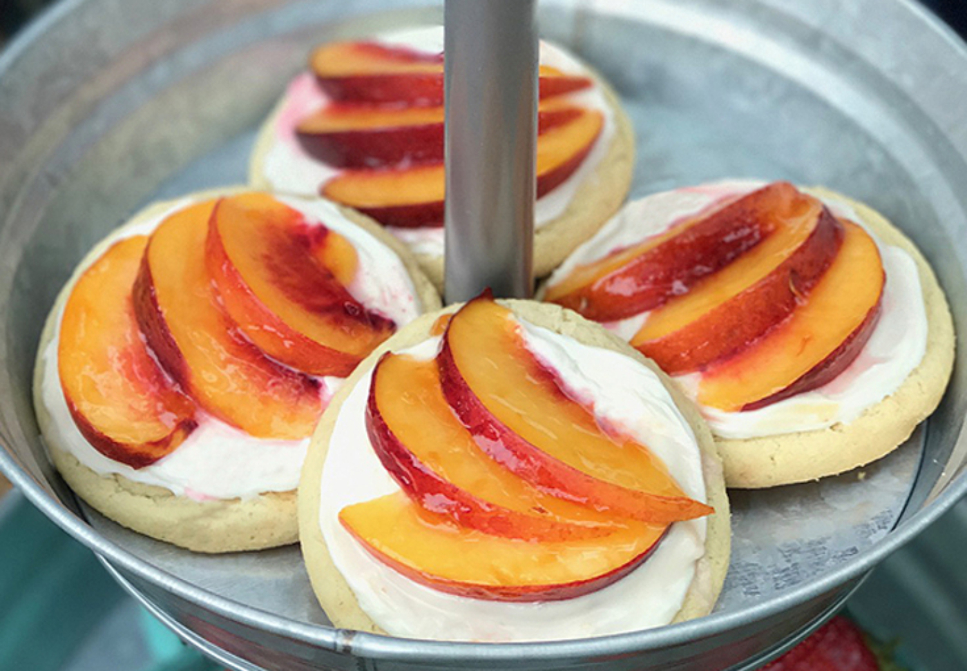 Lovely peach tarts. So simple and really delicious! Halfpint Design