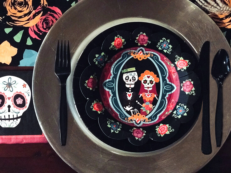 SUper cute plates are a must for a Coco movie party! Coco Viewing Party Tips at Halfpint Design. Day of the Dead Party, Dia de los Muertos, Coco birthday party