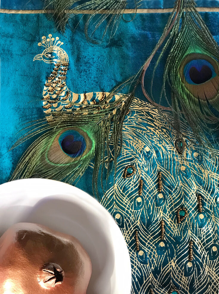 Turquoise beaded peacock and velvet table runner is the perfect detail for peacock china. See more Global Chic Holiday Tablescape ideas at Halfpint Design. Thanksgiving Tablescape, Place setting, Christmas Table, Holiday decor.