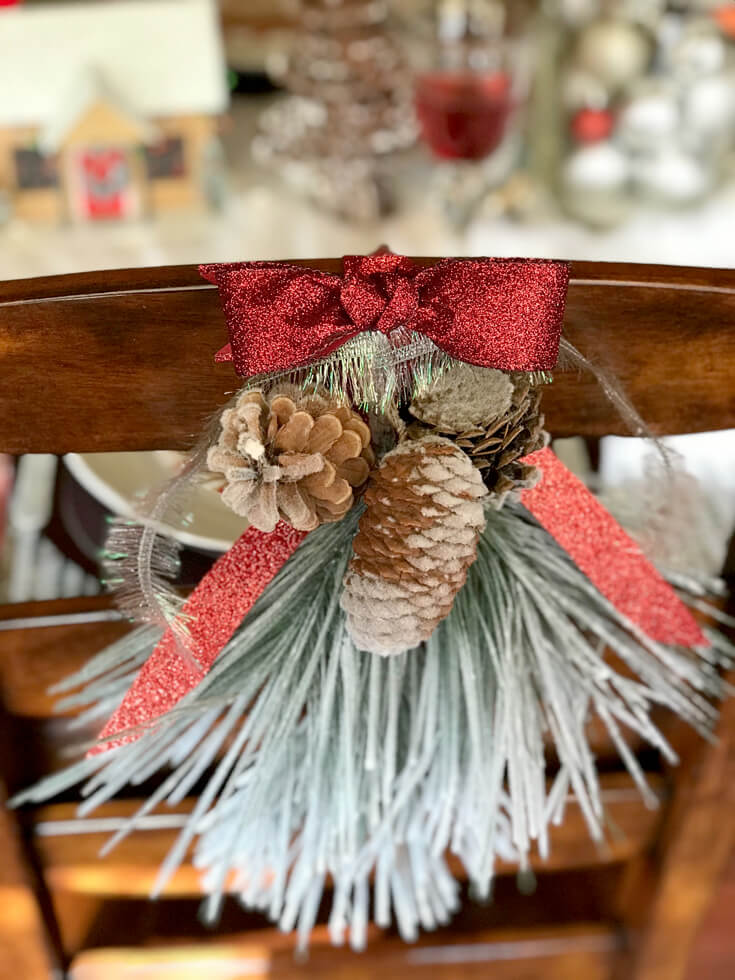 Looking for some good ol' fashioned Christmas decor? Chair back decorations are an easy way to add extra charm. Check out all the details of this Cozy Cottage Christmas Tablescape on Halfpint Design. Farmhouse Style Christmas table, Vintage Christmas.