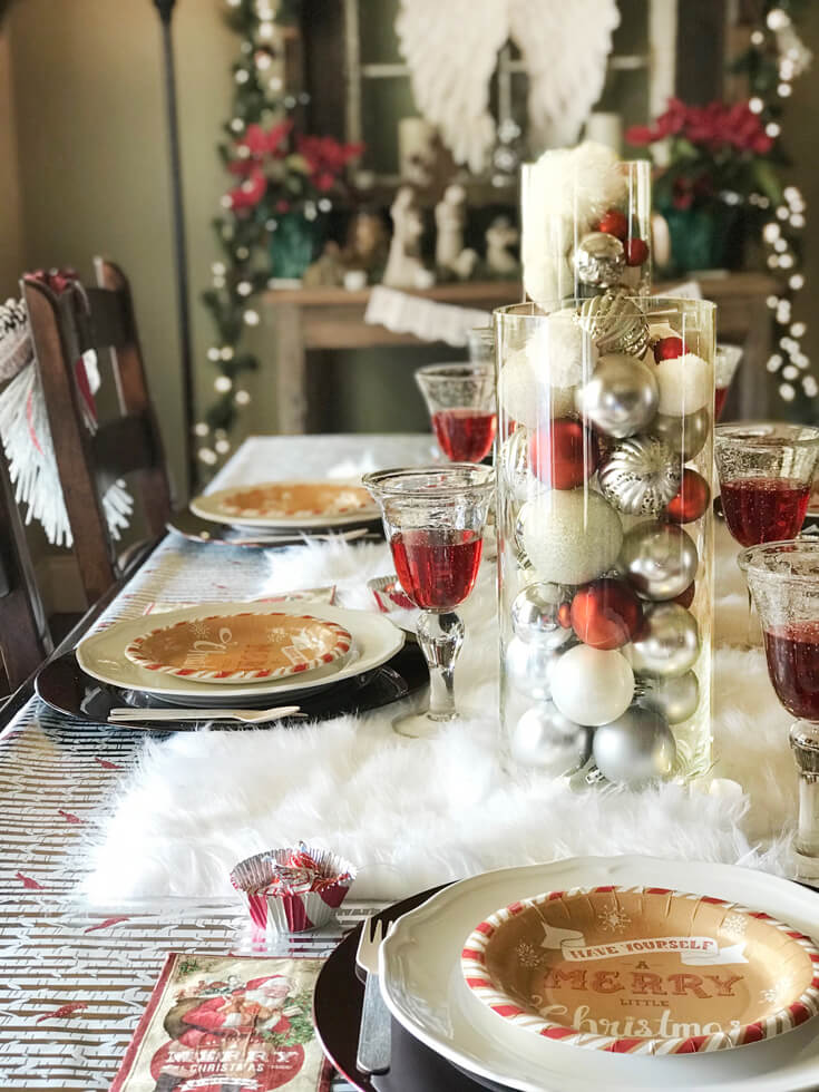 Looking for some good ol' fashioned Christmas decor? What could be more cozy than a furry table runner? Check out all the details of this Cozy Cottage Christmas Tablescape on Halfpint Design. Farmhouse Style Christmas table, Vintage Christmas.