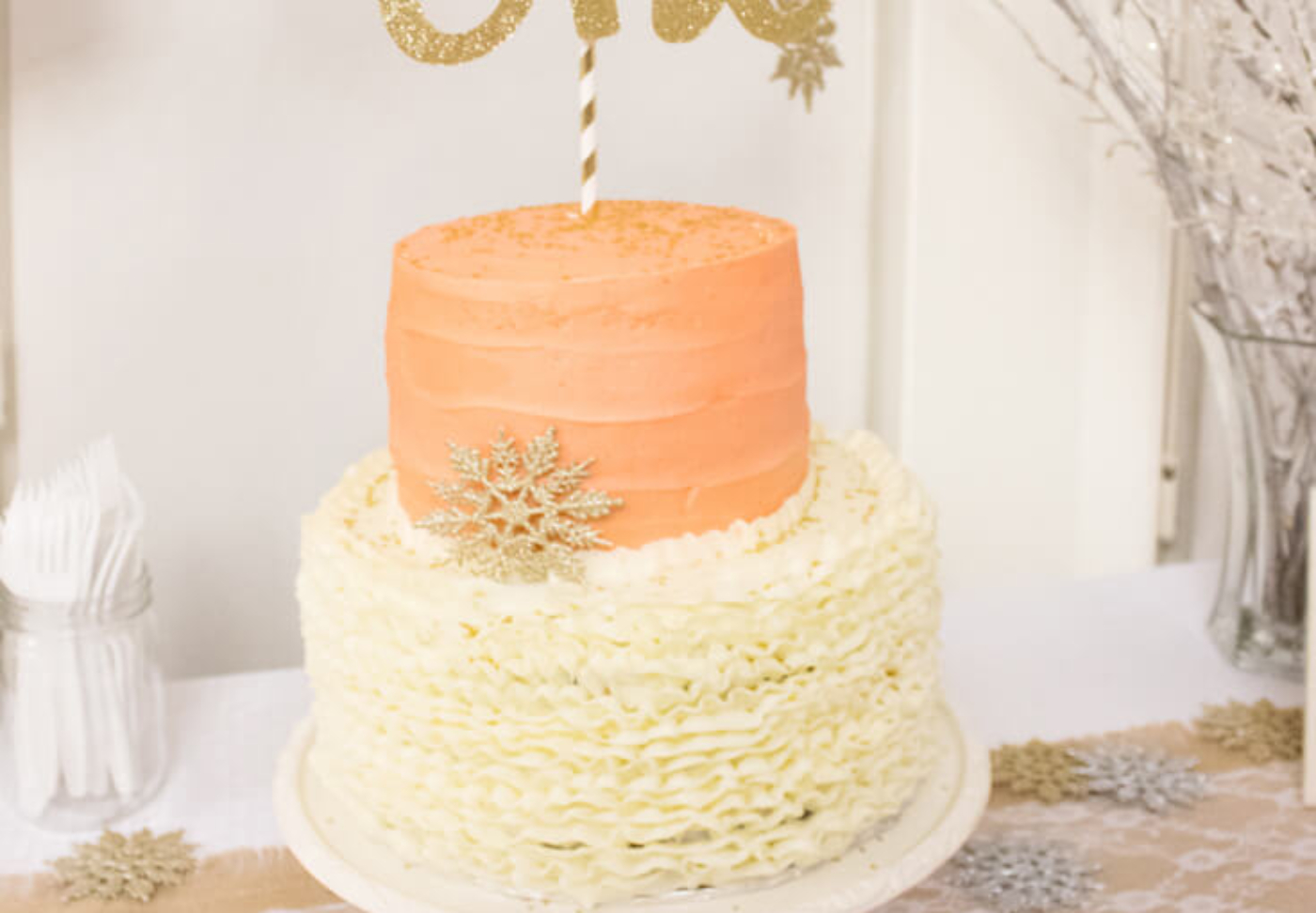 FB Winter cake-Winter Onederland first birthday-halfpintpartydesign.com-party feature