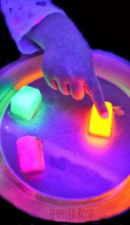 Glow in The Dark Crafts for Kids  Glow in The Dark Crafts for Kids, Crafts for Kids, Glow In the Dark Crafts, Easy Crafts for Kids, Simple Crafts for Kids, Popular Pin