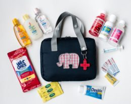 10 Things You Can't Forget to Pack In Your Diaper Bag| Diaper Bag, DIaper Bag Hacks, What to Pack in a Diaper Bag, Baby Tips, Parenting, Parenting Tips for New Moms, Parenting Hacks, Diaper Bag Tips, #Baby #ParentingHacks #DiaperBag
