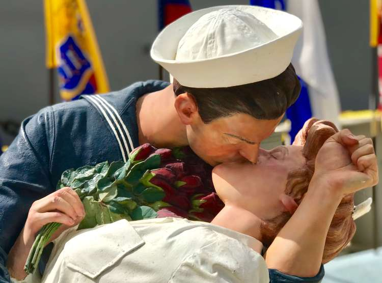 Kissing Couple Battleship Missouri