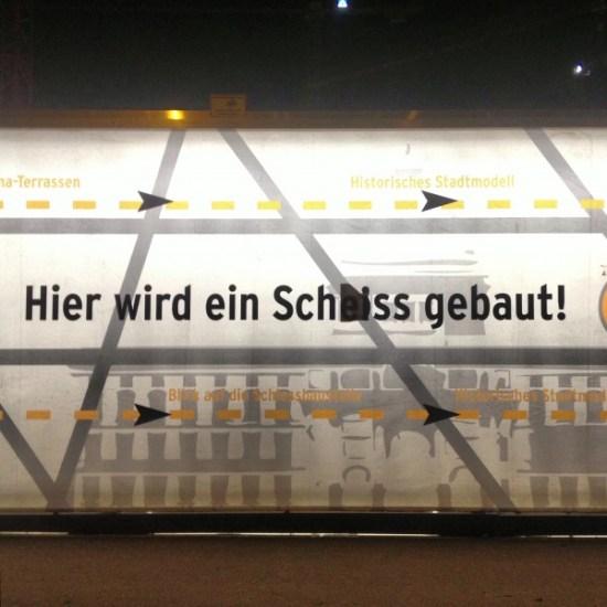 Hier wird ein Schloss gebaut --> Hier wird ein Scheiss gebaut - Berlin