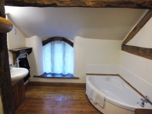 Corner Bath in the Byre