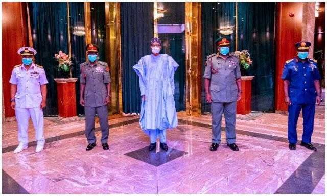 Buhari with new army chiefs