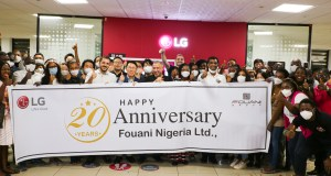 Managing Director, Fouani Nigeria Limited , Mr. Mohamed Fouani flanked around by LG Electronics Nigeria's staff at the anniversary cake cutting held at the head office, Lagos Island, Nigeria recently.