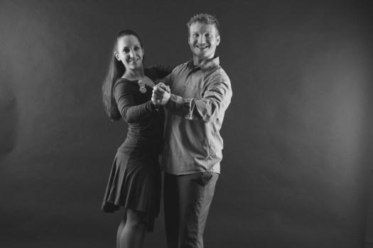Sorgen im Vorbereitungskurs dafür, dass das Paar im Ehrentanz strahlen kann: die Tanzlehrer Tanja und Jens Pingel-Matschinsky