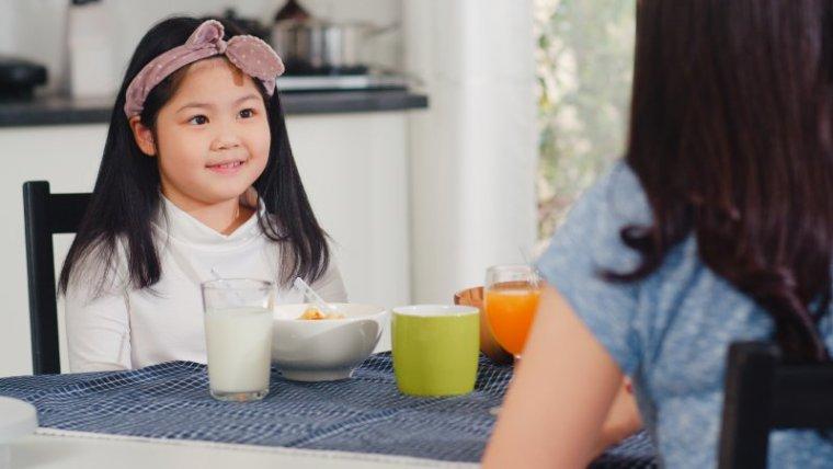 Moms, Ini Tips Mengajarkan Kesopanan pada Anak yang Tepat