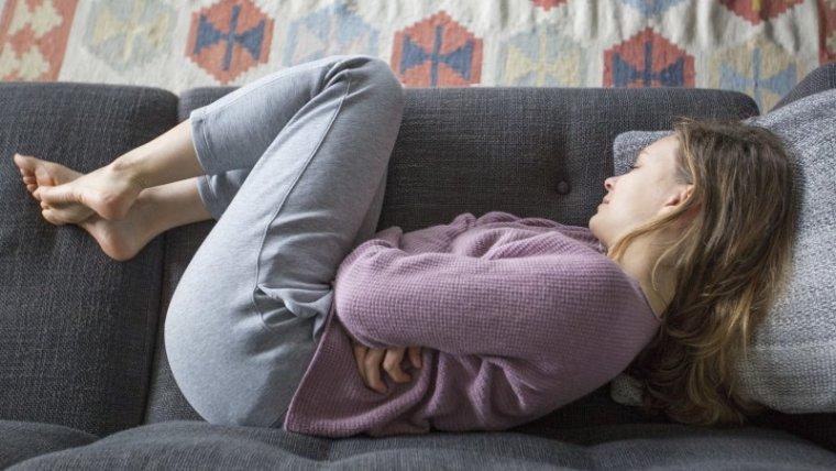 Kenali Penyebab & Cara Mengatasi Perut Terasa Panas Saat Hamil Moms