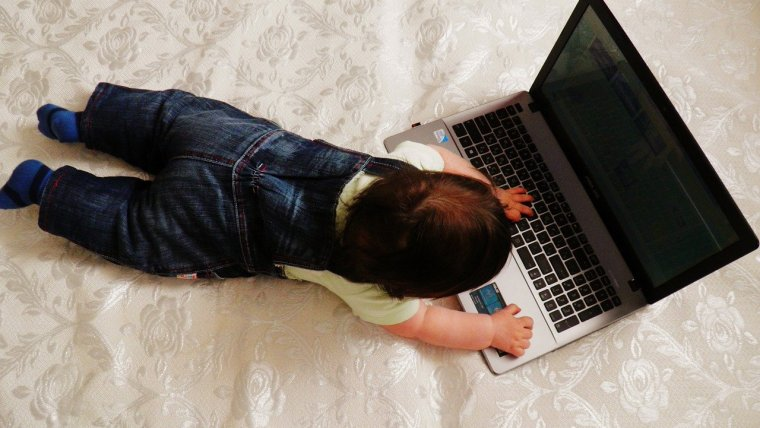 Ini yang Harus Diperhatikan Ketika Memilih Mainan Laptop Edukasi Anak