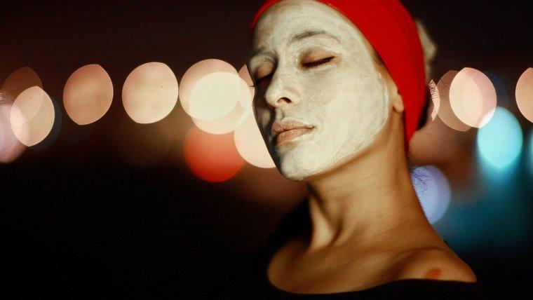 3 Cara Memutihkan Wajah Secara Alami yang Bisa Dilakukan di Rumah