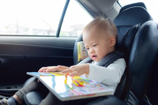 Melatih Stimulasi dengan Memberikan Mainan Edukasi Anak 3 Bulan