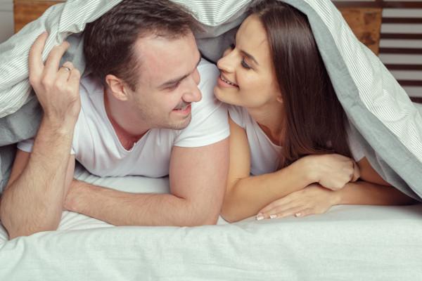 4 Cara Mencegah Kehamilan Setelah Berhubungan Intim Paling Efektif