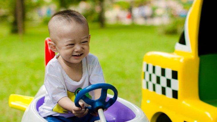 Check List Sebelum Membeli Mobil Mainan Anak yang Bisa Dinaiki