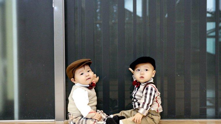 Pilihan Nama Bayi Kembar Laki Laki untuk Para Jagoan Moms