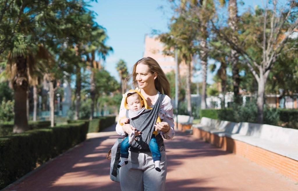 Gendongan Bayi Kaos, Praktis dan Elastis untuk Si Kecil