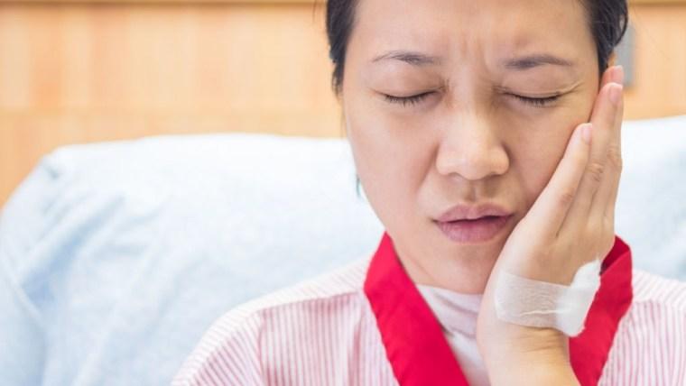 4 Jenis Obat Gusi Bengkak dan Demam ini Mudah Dijumpai di Apotek