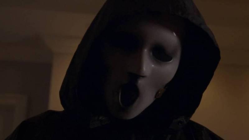 scream-the-tv-series-killer-in-brandon-james-mask