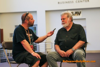 HDN's Matt Artz interviewing Dean Cundey (photo by Sue Artz for Halloween Daily News)