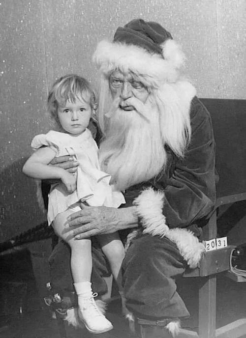 📷 the 13 most Disturbing Santa Claus Photos on the Net 🎅 15