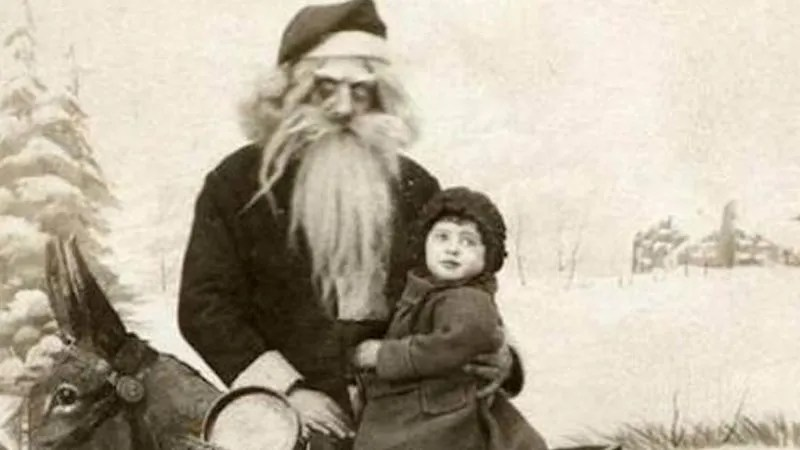 ? the 13 most Disturbing Santa Claus Photos on the Net ? 52