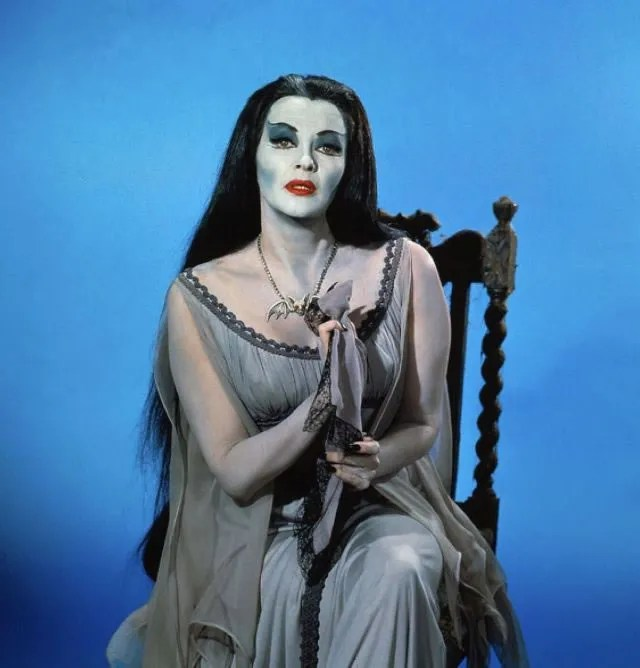 ? Amazing Color Photos of Lily Munster, Yvonne De Carlo 7
