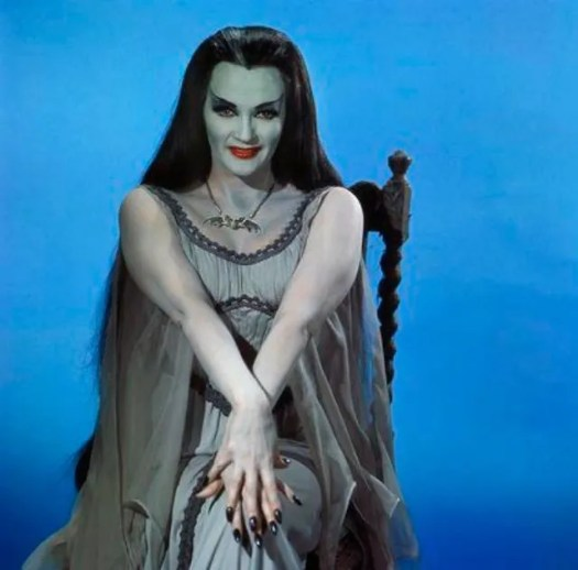 📷 Amazing Color Photos of Lily Munster, Yvonne De Carlo 11