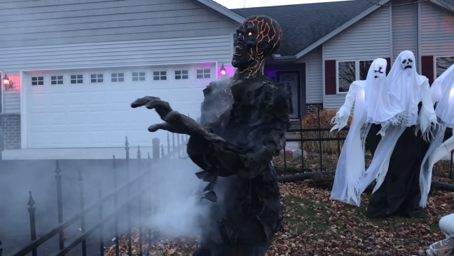 Halloween Graveyard Decoration with Animatronics Burn Victim