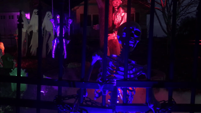 Halloween Graveyard Decoration with Animatronics Skeleton Fence Watcher